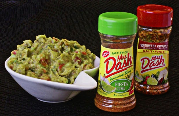 Healthy, Salt Free Chipotle and Lime Guacamole from This Mama Cooks! On a Diet  - thismamacooks.com
