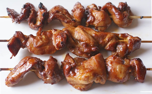 Sriracha Chicken Skewers at This Mama Cooks! On a Diet - thismamacooks.com