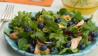 Healthy salads: Salmon, Fresh Blueberries and Lemon Salad with Chive Vinaigrette