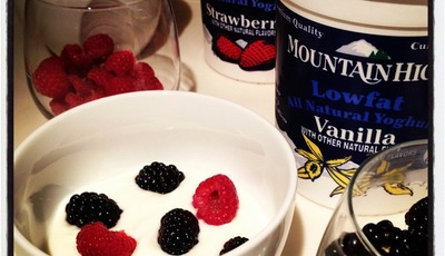 Healthier snacks and breakfasts with Mountain High Yoghurt #MHYMom