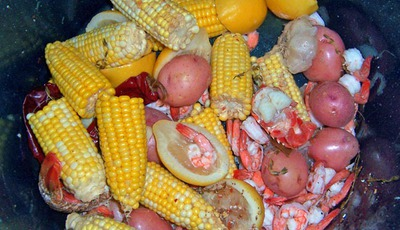 How to throw a seafood boil outdoor summer bash