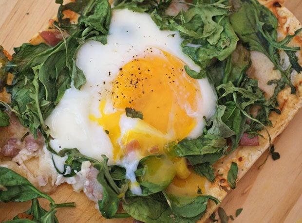 Greens, Eggs & Ham Flatbread Pizza at This Mama Cooks! On a Diet - thismamacooks.com