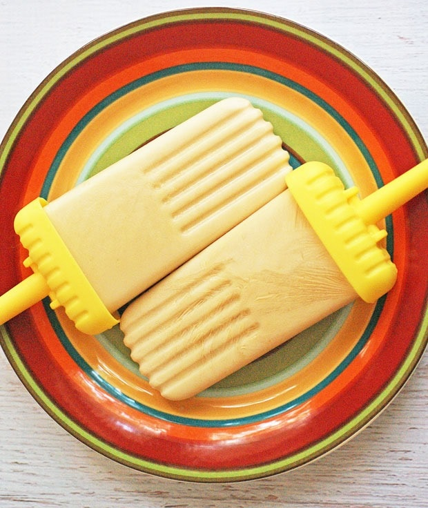 Healthy Coffee & Vanilla Yogurt Popsicles at This Mama Cooks! On a Diet - thismamacooks.com