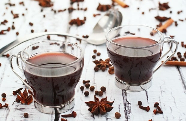 Slow Cooker Spiced Mulled Wine at This Mama Cooks! On a Diet - thismamacooks.com