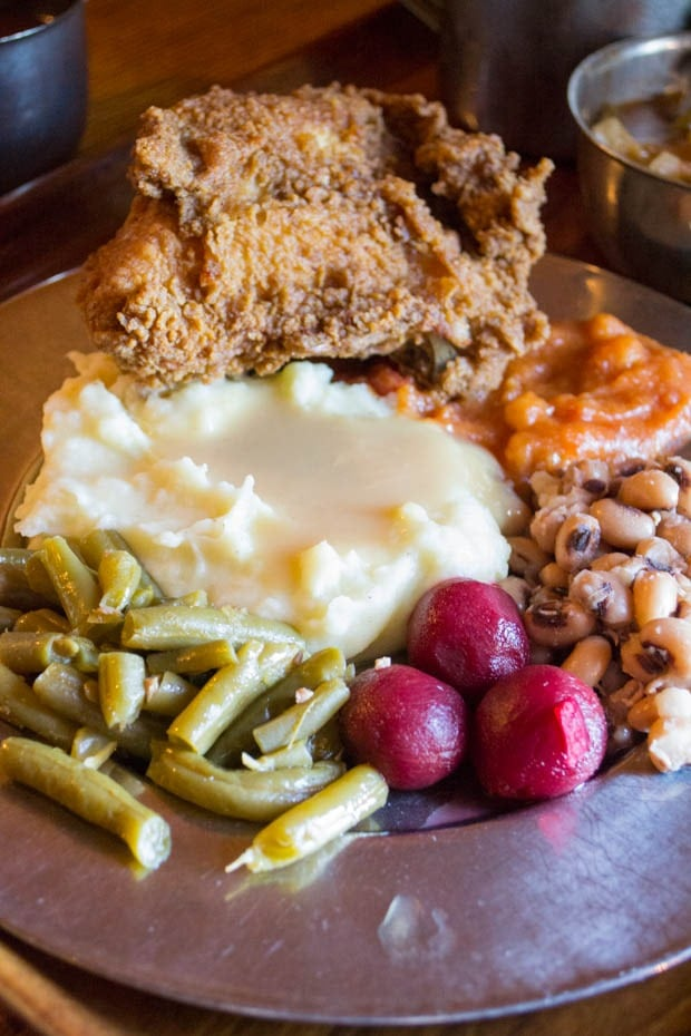 "Southern fare ""at the ordinary"" at Michie Tavern in Charlottesville, Virginia at This Mama Cooks! On a Diet - thismamacooks.com"