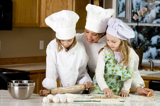 Get the kids in the kitchen! Children's cookbook roundup at This Mama Cooks! On a Diet - thismamacooks.com
