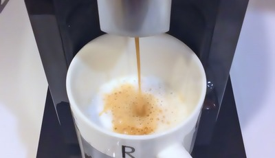 Making coffee with the Starbucks® Verismo™ 580 Brewer