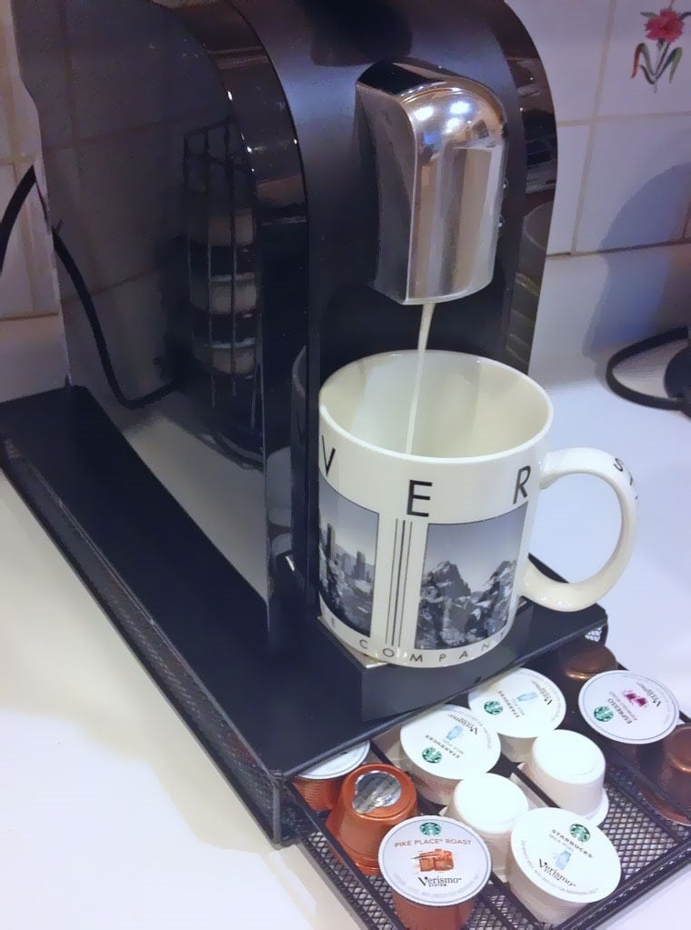 Making coffee with the Starbucks® Verismo™ 580 Brewer at This Mama Cooks! On a Diet - thismamacooks.com