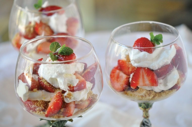 Healthy Strawberry Cheesecake Parfaits at This Mama Cooks! On a Diet - thismamacooks.com