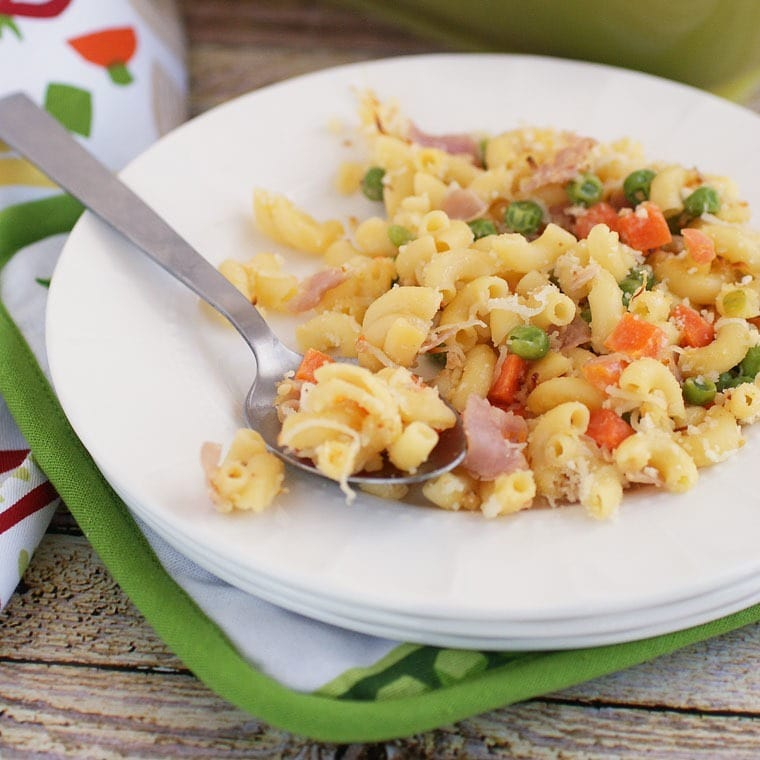 Get this easy, one pot recipe for Gluten Free Mac & Cheese Casserole with Peas, Carrots & Ham at This Mama Cooks! On a Diet