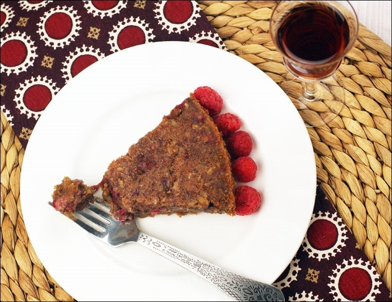 Love raspberries? Then you'll love this Gluten Free Raspberry Pecan Pie recipe for Thanksgiving! Get the easy recipe (including a gluten free cookie pie crust) ree dessert recipe for Thanksgiving? Try this Gluten Free Raspberry Pecan Pie. Get the easy recipe including a homemade gluten free cookie pie crust recipe) at This Mama Cooks! On a Diet