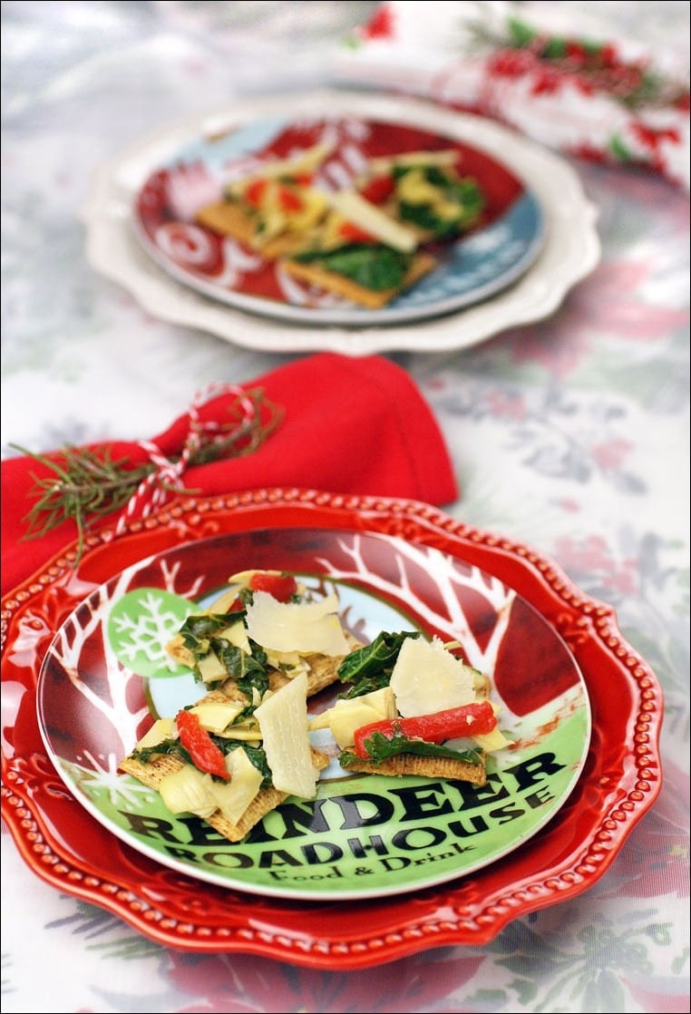 Need a quick easy Christmas party holiday appetizer? Get the recipe and some easy holiday decorating tips at This Mama Cooks! On a Diet