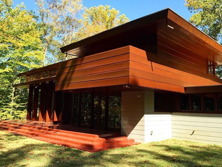 Visit Frank Lloyd Wright's Bachman-Wilson House at Crystal Bridges Museum of American Art in Northwest, Arkansas. Learn more about what to do with kids on vacation in Northwest Arkansas at This Mama Cooks! On a Diet.