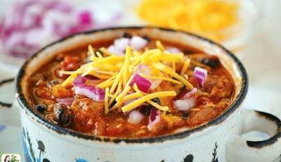 A healthy, quick and easy chili recipe. Perfect for fall entertaining, this easy chili recipe comes with a slow cooker option.