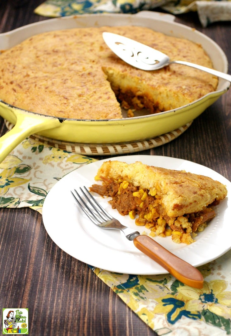 Try this Pulled Pork & Cornbread Skillet tonight! It's a quick and easy dinner your family will love!