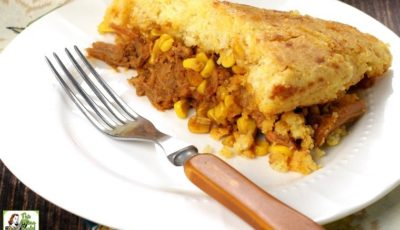 Looking for a one pot gluten free recipe? Click to get this Quick Easy Pulled Pork Cornbread Skillet Dinner recipe. This weeknight dinner takes less than 20 minutes to prep and 30 minutes to cook!