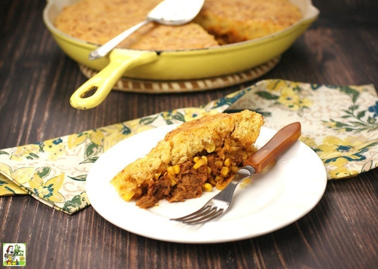Need some quick and easy dinner ideas? Try this Pulled Pork & Cornbread Skillet tonight!