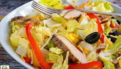 How to Make an Easy Chicken Fajita Salad