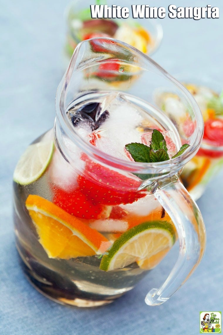 It's easy to make White Wine Sangria with fresh or frozen fruit. And learn why Pinot Grigio is the best white wine for sangria, too! You'll love serving up this white sangria recipe at your next party. #cocktails #drinks #drinking #wine #alcohol #recipes #easy #recipeoftheday #easyrecipe #fruit