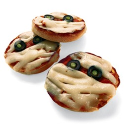 pizza-mummies-halloween-recipe-photo-260-FF1005ALMAA02