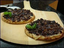 Caramelized Onion & Fig Mini Pizzas at This Mama Cooks! On a Diet - thismamacooks.com